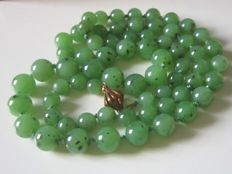 Jade bead necklace with 585 gold clasp!