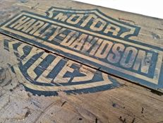Old customised wooden crate H-D - garage style - 80s