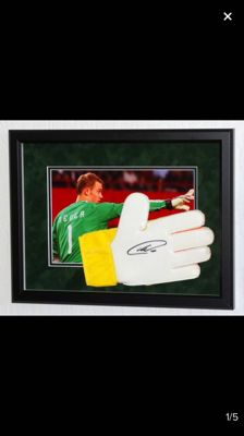Manuel Neur #1 signature on glove, with certificate of authenticity