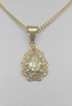 Chain in 18 kt yellow gold with champagne-coloured pear-type diamond pendant