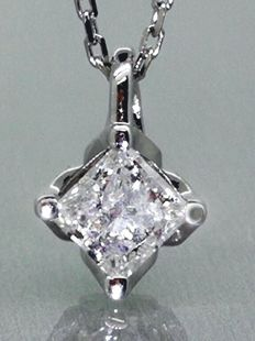 Solitaire pendant with a princess cut diamond of 0.55 ct ***No Reserve Price***