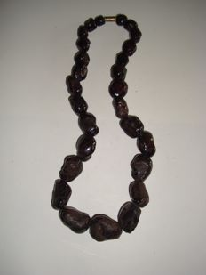 A necklace of 27 high quality garnet beads -  9 - 22 mm