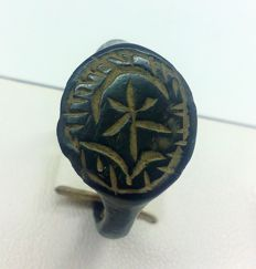 Medieval bronze ring, with inlaid pattern 19 mm
