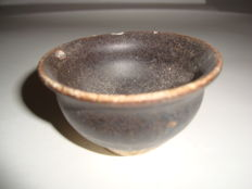 A Chinese brown glazed faience winecup - 67 mm x 38 mm