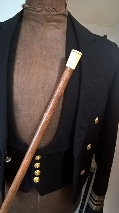 Walking stick in rosewood with ivory knob and initials - England - ca. 1880