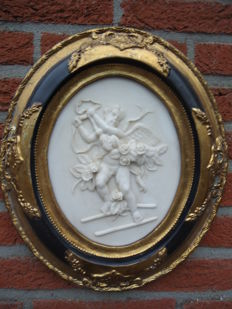 Beautiful large oval alabaster painting, angels, angel, putto - in a beautiful gold-coloured black tooled oval frame