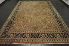 Fine hand-knotted oriental carpet, Indo Tabriz, 1950s, Raaji pattern without medallion, 250 x 340 cm, made in India