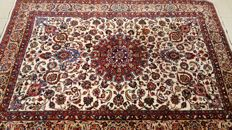 Beautiful genuine Hand knoted Persian Sarough carpet from Iran (signed). 250,000 knots/m², soft wool with attractive vegetable dyes, 350 cm x 245 cm ( + - 1980 ) , TOP