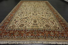 Magnificent hand-knotted oriental carpet, Indo Nain, 200 x 310cm, made in India