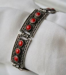 ca. 1900/40 silver bracelet, six finely perforated rectangles with blood coral cabochons.
