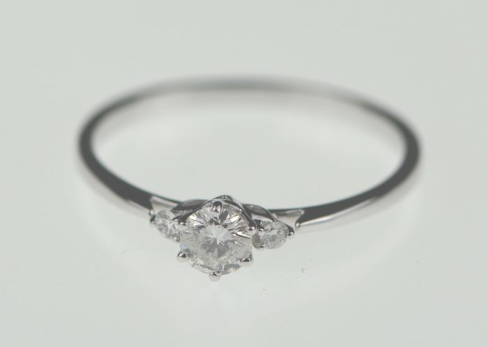 14k White Gold 0.22ct Diamond Center Stone Ring , Size N , 14 , 54 . Weight 1.22grms