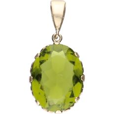 14 kt - Yellow gold tooled pendant set with a green stone - length x width: 3.5 x 1.5 cm