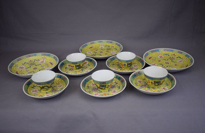 Famille rose plates and cups - China - around 1960