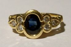 Vintage 18 kt yellow gold ring with blue sapphire of 1.06 ct and 6 diamonds
