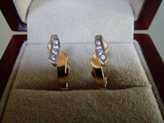Pair of Catalan earrings with two 18 kt gold bands and 0.17 ct of diamonds