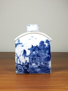 Blue & White Tea Caddy - China - 18th century