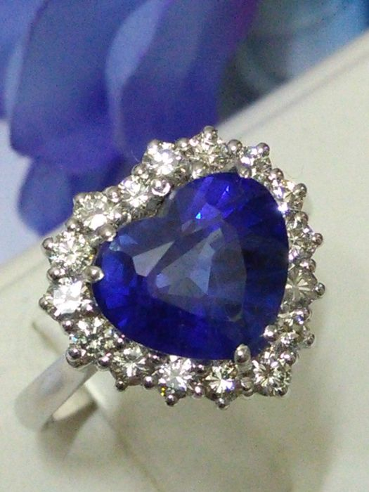 Cocktail ring in 18 kt gold with IF tanzanite and natural diamonds for 3.80 ct (certificate of authenticity and warranty)