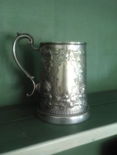 Silver plated tankard around 1890, with photo in the bottom