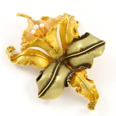 18kt Tricolor Gold Brooch with Fresh Water Pearls - 90 x 64 mm