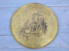 Wall decoration - Copper (pressed) tray with an image in relief of de Zeven Provinciën - Manufactured circa 1920