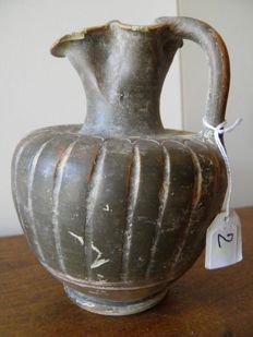 Oenochoe with trilobal spout in terracotta - height 110 mm