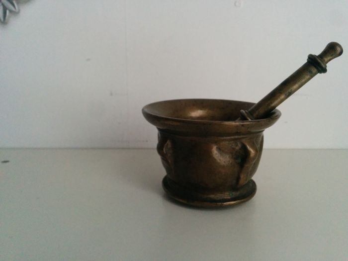 Bronze Spanish mortar and pestle - 16 or 17th century