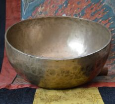 Old singing bowl, 1348 g  Nepal - mid-20th century
