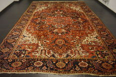 Rare beautiful hand-knotted Persian carpet, Heriz, natural dyes, 290 x 400cm