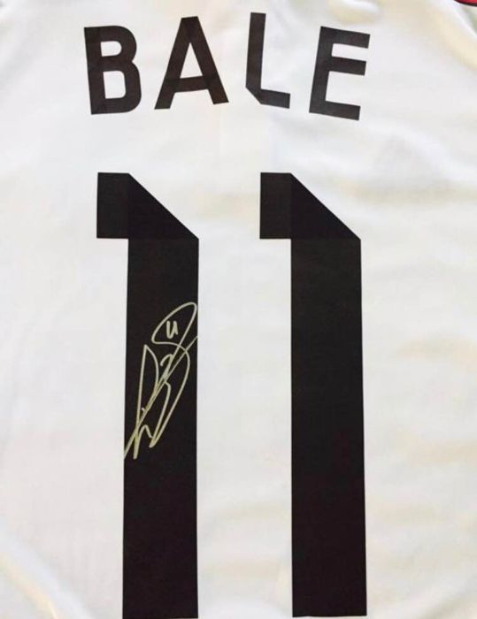 superior quality 18033 42c2f Gareth Bale no. 11 Real Madrid autographed shirt with certificate of  authenticity and photo proof - Catawiki