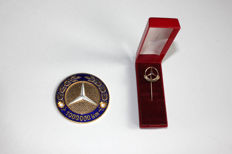 Mercedes-Benz 1,000,000 km plaque and matching gold-plated pin