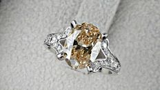 2.87 ct  VS2 oval  diamond ring 18 kt gold - size 6