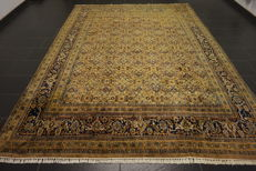 Magnificent hand-knotted Indo Qom Isfahan, silk shine, 250 x 330cm, made in India