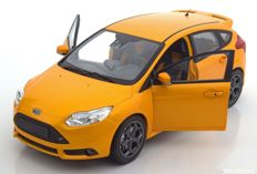 Minichamps - Schaal 1/18 - Ford Focus ST 2011 - Orange - Limited Edition 504 pcs