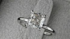 2.01 ct G/VS2 cushion diamond ring made of 18 kt white gold - size 5
