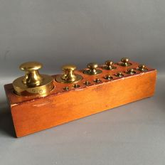 Block with 13 brass button weights (1 kg-1gr) 2nd half of 20th century