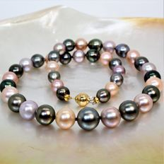 Beautiful necklace Ø 8,7x12mm - Tahiti & Freshwater cultured pearls - 18K YG clasp