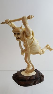 Magnificent Japanese Ivory carving of Oni - Japan - 19th century (Meiji period)