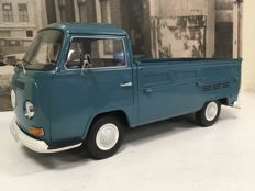 Schuco  - Scale 1/18 - Volkswagen T2A Pick-up ´Pritsche´