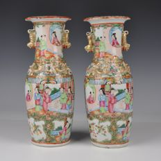 A Pair of Canton Famille Rose Porcelain Vases - China