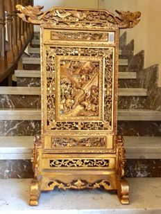 Antique, imperial, openworked room divider, magnificently carved and gilded – China – 19th century