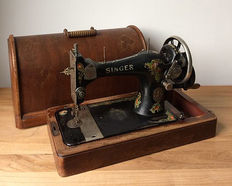 Singer 28K sewing machine in wooden case - year of production 1910