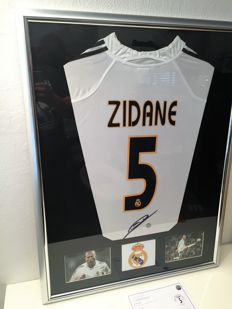Zidane signed Real Madrid shirt New Deluxe. No RP price !
