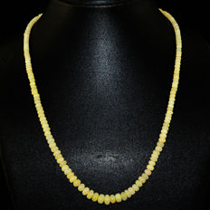 White Opal necklace with 18 kt (750/1000) gold Clasp, length 50cm
