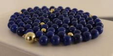 14 karat gold clasp with necklace made of lapis lazuli, length: approx. 77 cm
