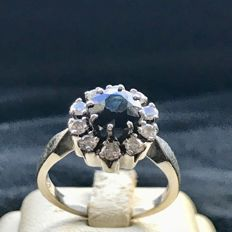 White gold 14 kt women´s ring with brilliants and 1 ct sapphire - 5.50 g - 17.8 mm