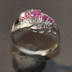 14 kt white gold ring with rubies approx. 0.25 ct and diamonds mint condition - size: 55 EU