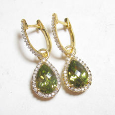 "4.00 ct, Gold dangle earrings with peridot & diamonds - ""No reserve"""