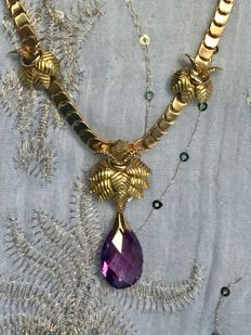 Yellow gold necklace (18 kt), safety clasp, 18 kt yellow gold applied details and pendant with amethyst stone