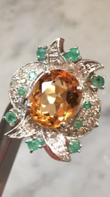 Stunning 18 kt gold ring with diamonds, emeralds and citrine – Size 16/17