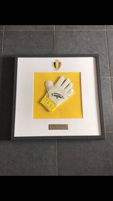 Thibaut Courtois autographed glove with certificate